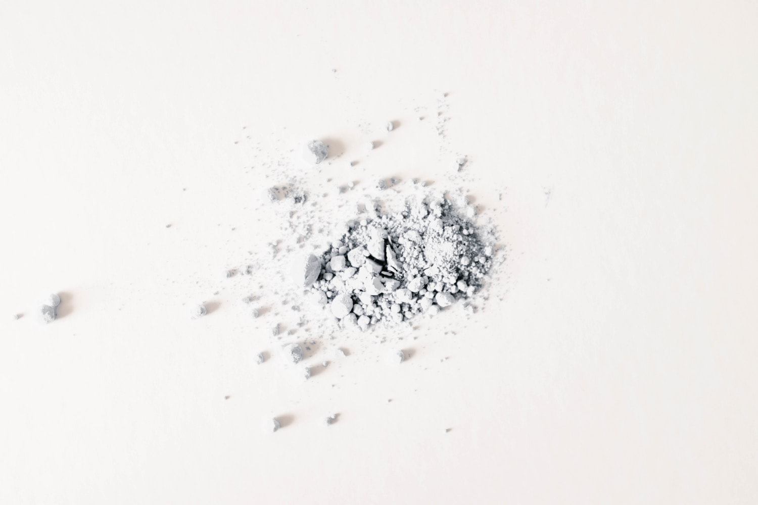 The Quick 5-Minute Solution to Fixing Broken Powder Makeup